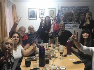 Marcelo Puella y Raúl Magario junto a compañeros en el búnker de campaña de Matanza (27-10-2019)