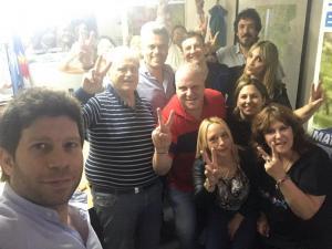 Marcelo Puella junto a compañeros en búnker del Frente de Todos de la Matanza